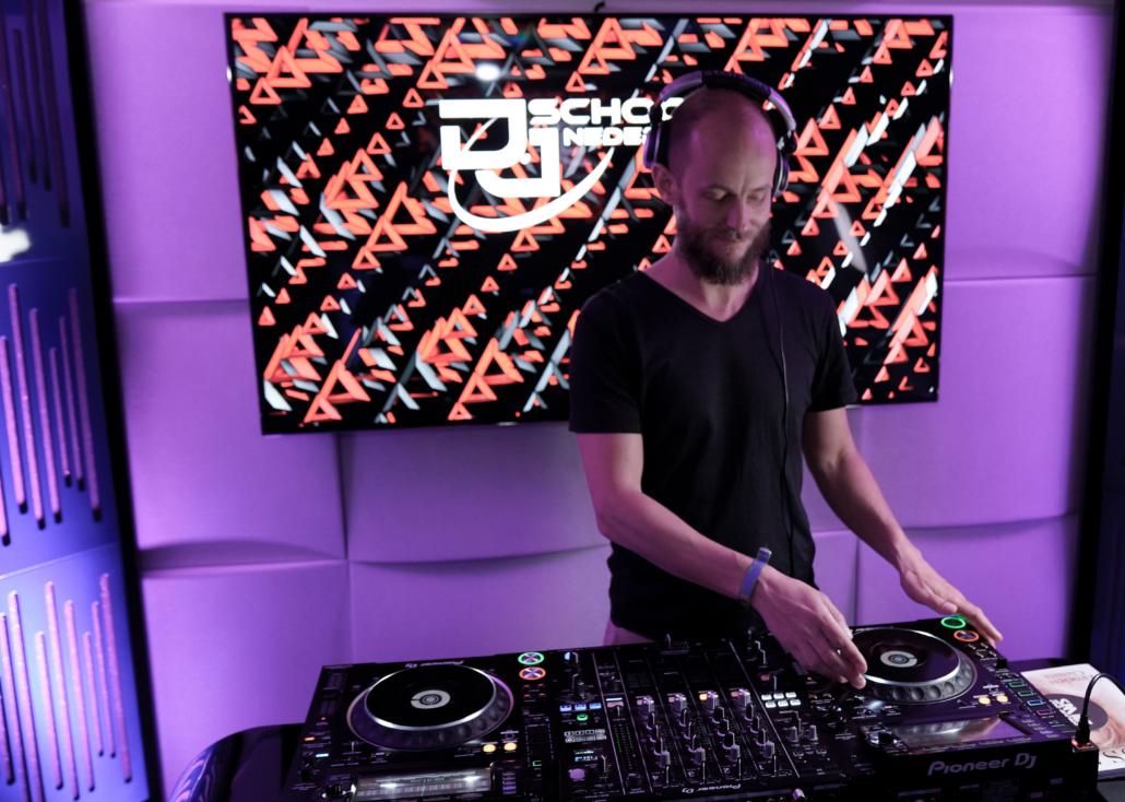 DJ Les